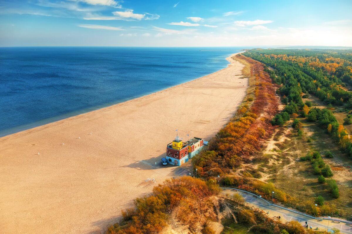 Bałtycka plaża jesienią - świetny wybór na urlop